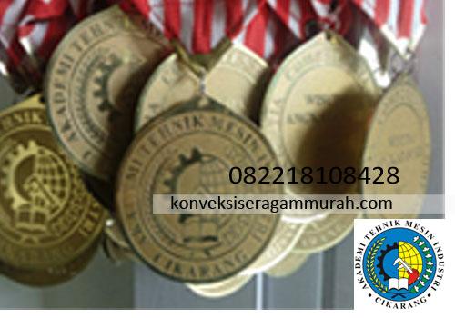 bikin-medali-wisuda-sarjana-akademi-tehnik-industri-Cikarang